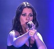 Nieves Hidalgo, Cantante de la Voz